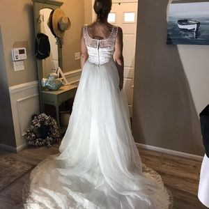 Ivory Wedding Gown Never Worn (listing 1 of 2)